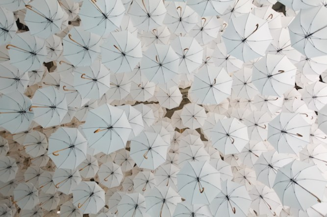 Cloud Installation Made of 1,100 Umbrellas (1)