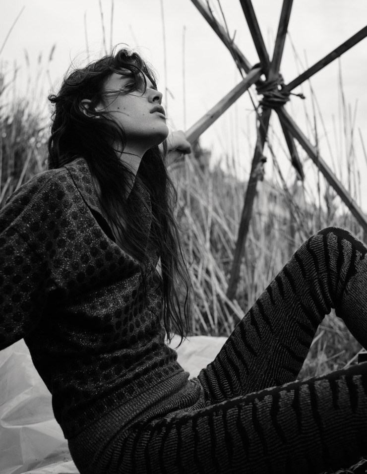 vanessa-moody-by-gregory-harris-for-dazed-magazine-october-2015-5