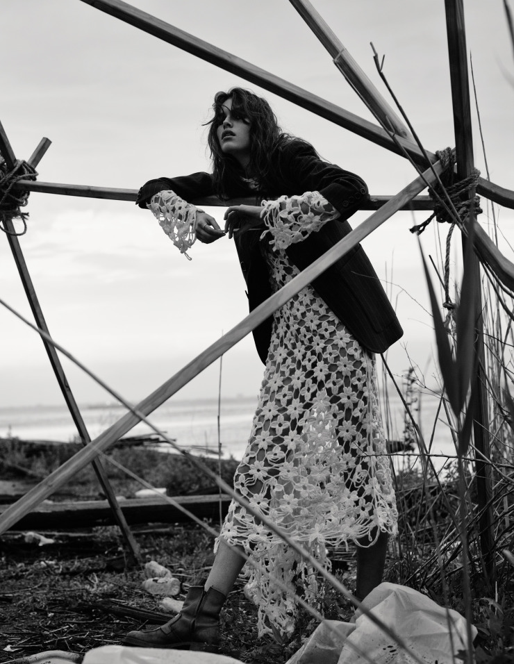 vanessa-moody-by-gregory-harris-for-dazed-magazine-october-2015