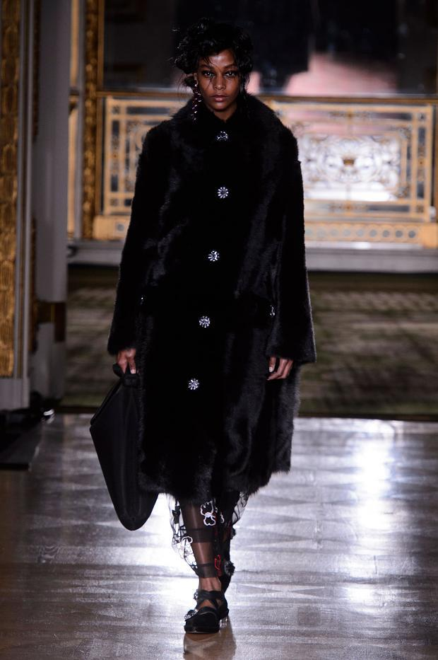 simone-rocha-autumn-fall-winter-2016-lfw21