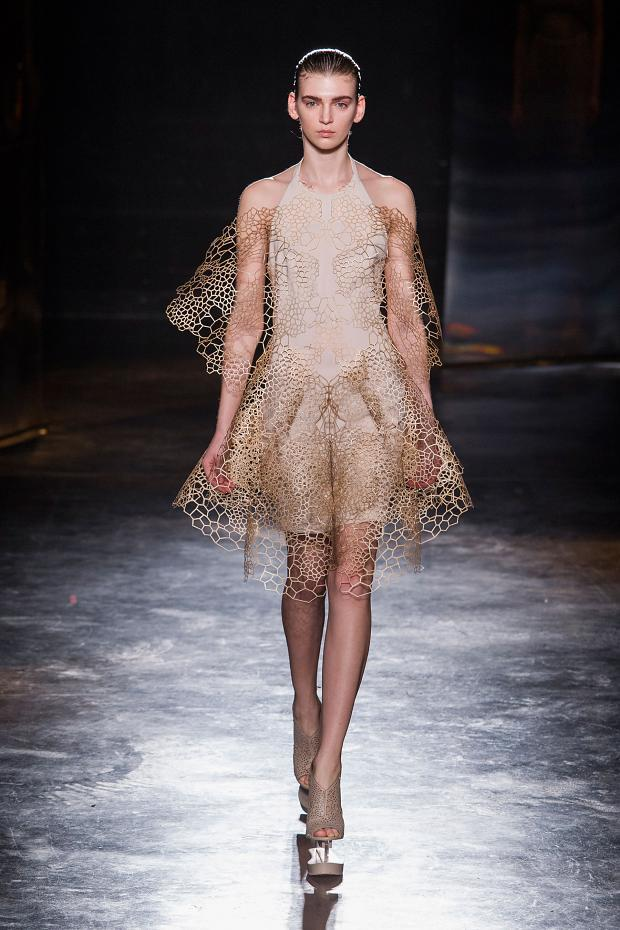 iris-van-herpen-autumn-fall-winter-2016-pfw19