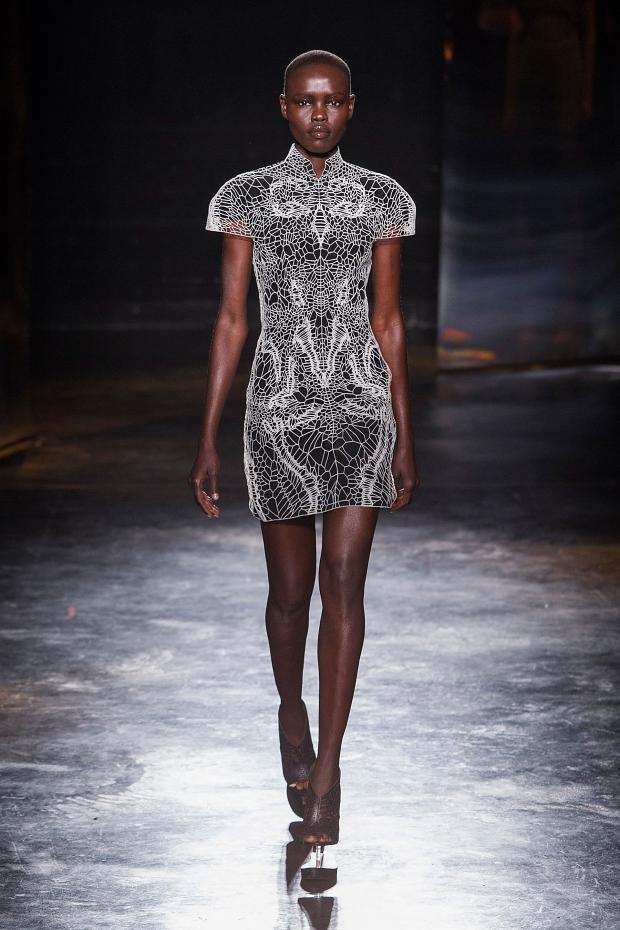 iris-van-herpen-autumn-fall-winter-2016-pfw21
