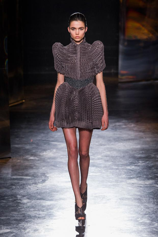 iris-van-herpen-autumn-fall-winter-2016-pfw8