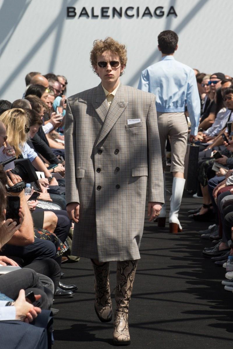Balenciaga Menswear SS 2017 Paris (7)
