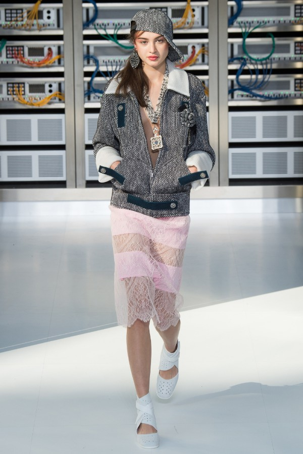chanel-ready-to-wear-ss-2017-pfw-68