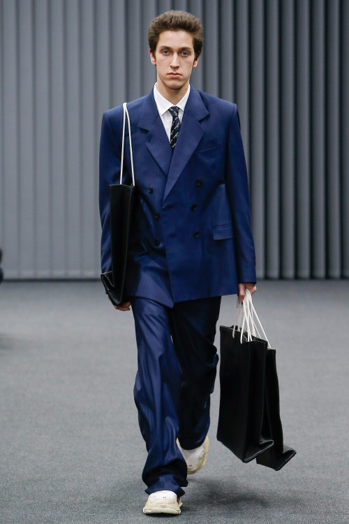 Balenciaga Menswear FW 2017 Paris33