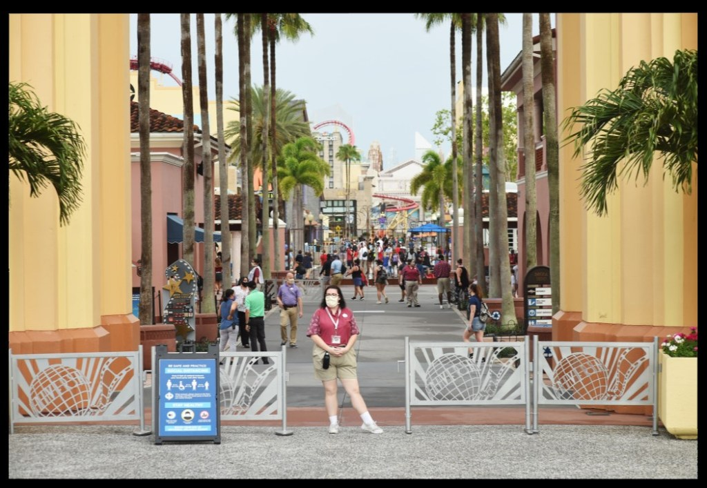 Universal Studios to Hire 2000 Workers as Parks Open