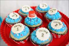 cat-in-the-hat-cupcakes-5