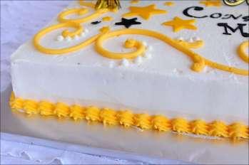 yellow-black-graduation-cake-5