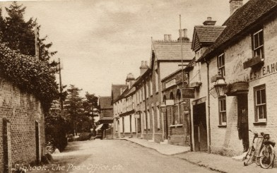 Leaving Liphook going north, 'The Green Dragon' is on the right. c1908