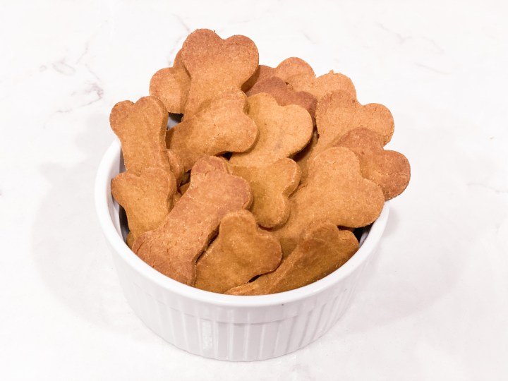 picture of the diy dogs treats in a bowl