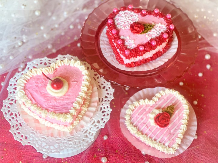 picture of decorated heart shaped cakes