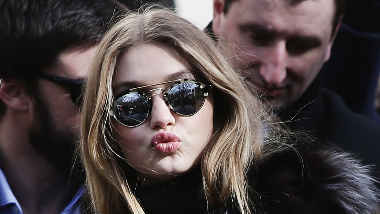 Getty_GiGi_KIss