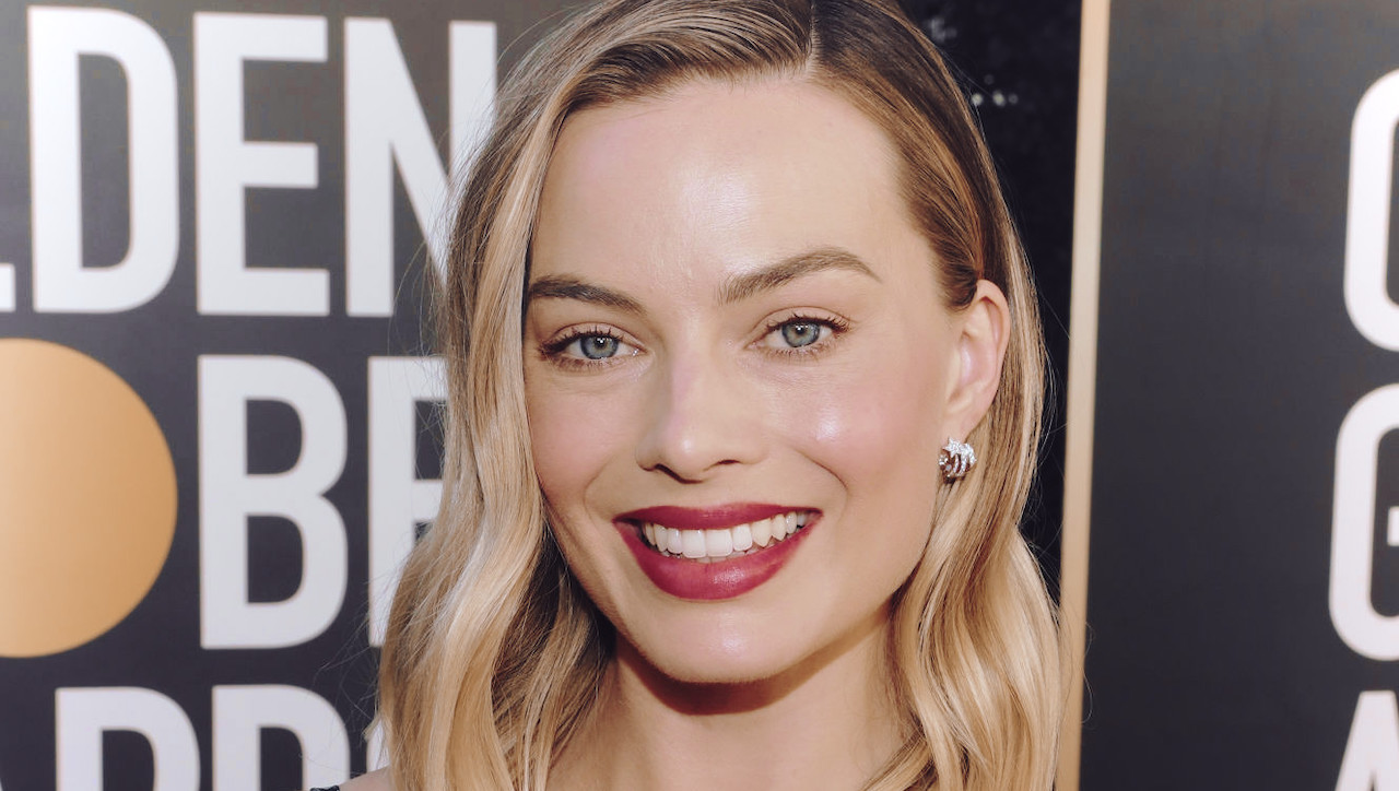 Margot Robbie looks incredible at 2021 goldsmiths