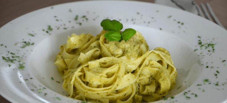 Soulfood: Tagliatelle mit zitronigem Zucchini Pesto