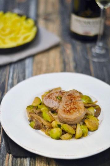 Schweinefilet mit Spätzle, Austernpilzen und Rosenkohl in einer leckeren Sektsauce