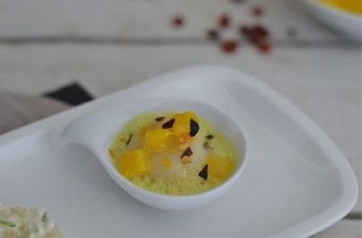 Dreierlei von der Jakobsmuschel: Tatar mit Limettencreme, gebraten mit Chorizo Crumble & pochiert mit Mango und Currysauce