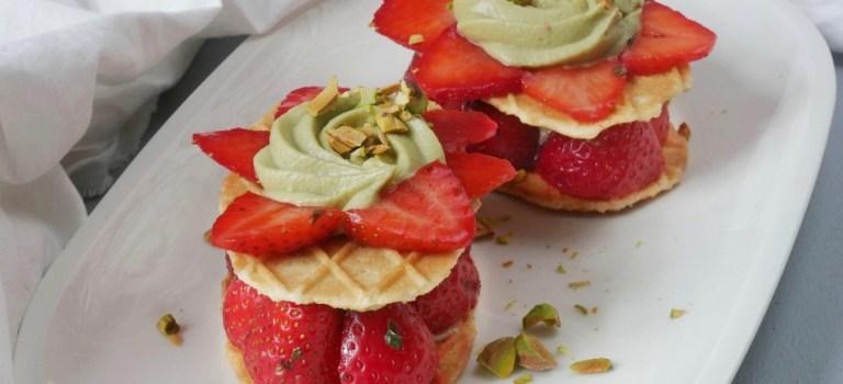 Gastbeitrag: Waffeltürmchen mit Pistazien-Mascarpone-Creme & Erdbeeren by Tellerabgeleckt