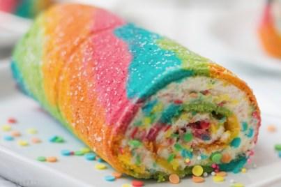 Regenbogen-Biskuitrolle