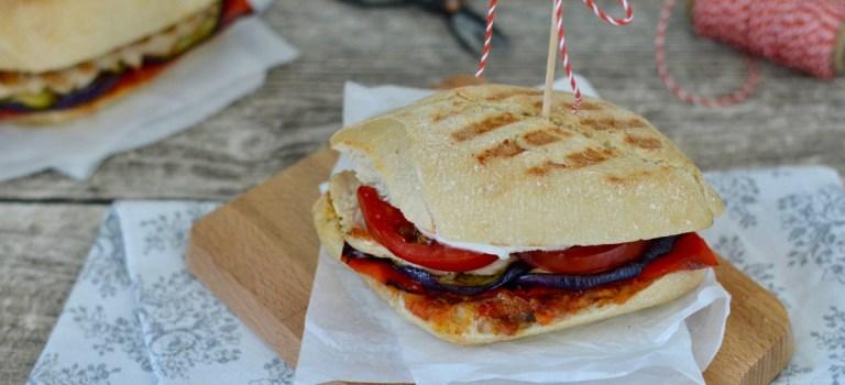 Soulfood: Panini mit Grillgemüse und Putenbrust