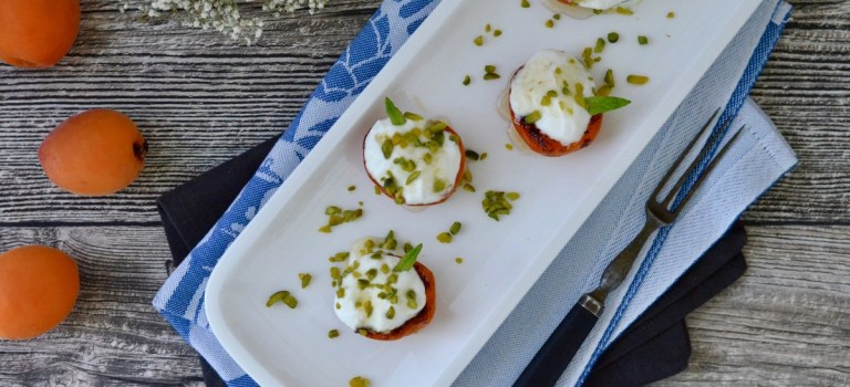 Soulfood: Gegrillte Aprikosen mit Joghurt-Honig-Topping