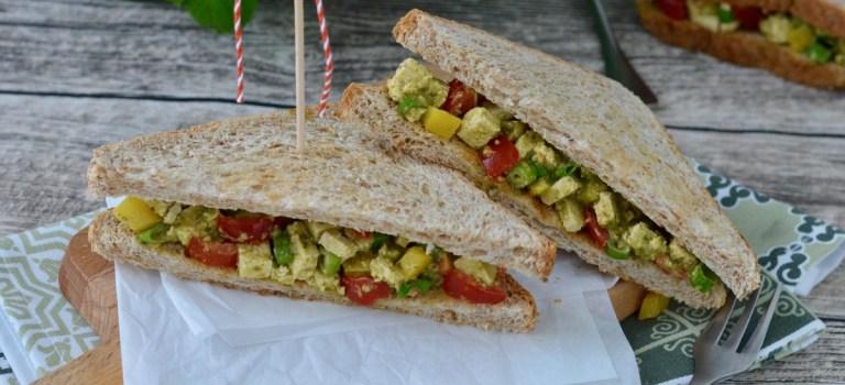 Pesto mal anders: Vollkorn-Sandwich mit Tofu & Gemüse