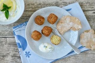 Falafel mit Fladenbrot & Joghurt-Minz-Dip