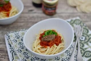 Pasta mit Cotechino in Tomatensauce