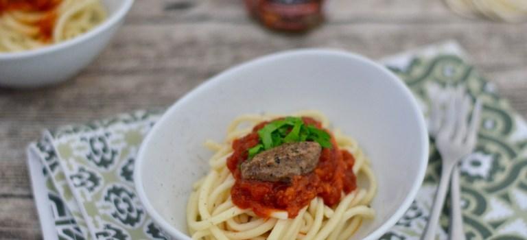 Pasta mit Cotechino in Tomatensauce //  Onlineshop-Empfehlung
