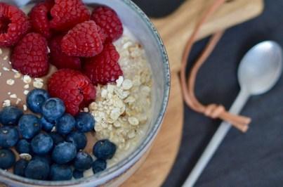 Happy Food: Overnight Oats mit Schokopudding & frischen Beeren