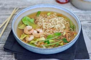 Happy Food: Asiatische Nudelsuppe mit Garnelen & knackigem Gemüse