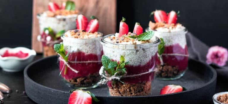 Gastbeitrag: Rhabarber Glas Dessert by freiknuspern