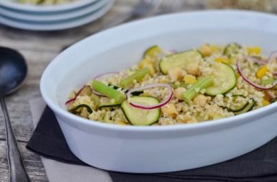 Bulgur-Salat mit Zucchini, Bohnen & Kichererbsen