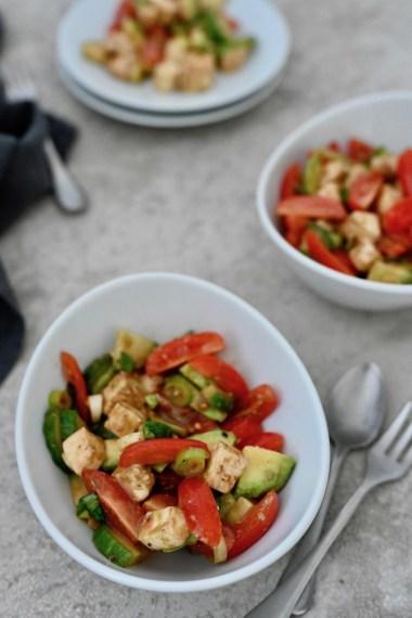 Happy Food: Avocado-Tomaten-Salat mit Mozzarella