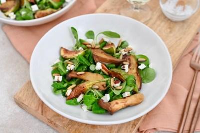 Sautierte Kräuterseitlinge auf Feldsalat mit Feigen und Feta