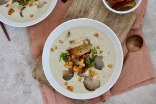 Pilzcreme-Suppe aus Kastanienseitlingen & verschiedene Toppings
