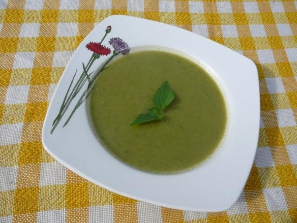 zupa szparagowa z pokrzywą
