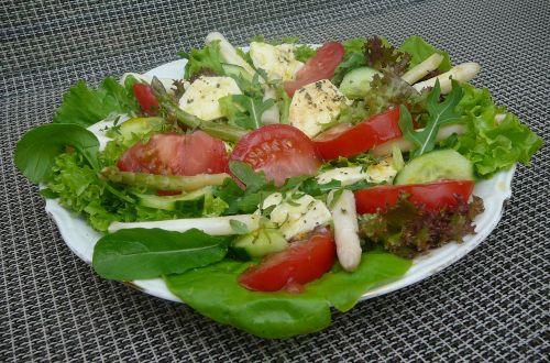 sałatka z kiszonymi szparagami1