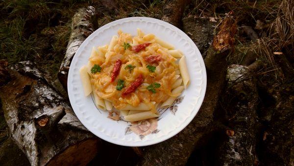 makaron z sosem cebulowym1