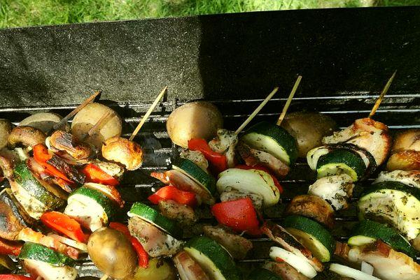 szaszłyki mięsno-warzywne z grilla