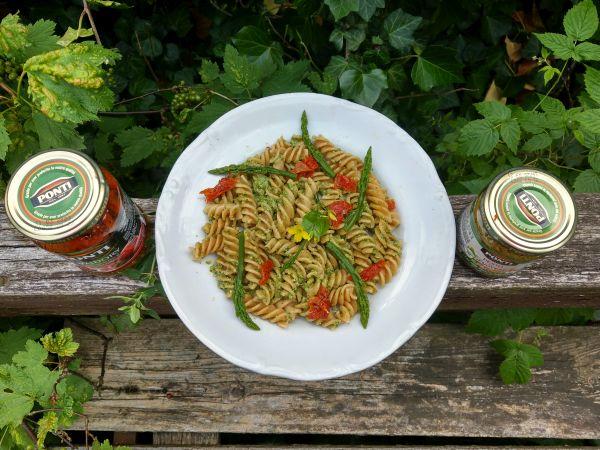 makaron z pesto genovese i suszonymi pomidorami