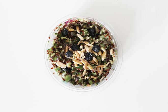 ah-to-go-snack-quinoasalade-citroendressing