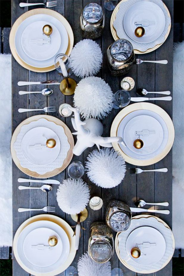 christmas dinner table setting