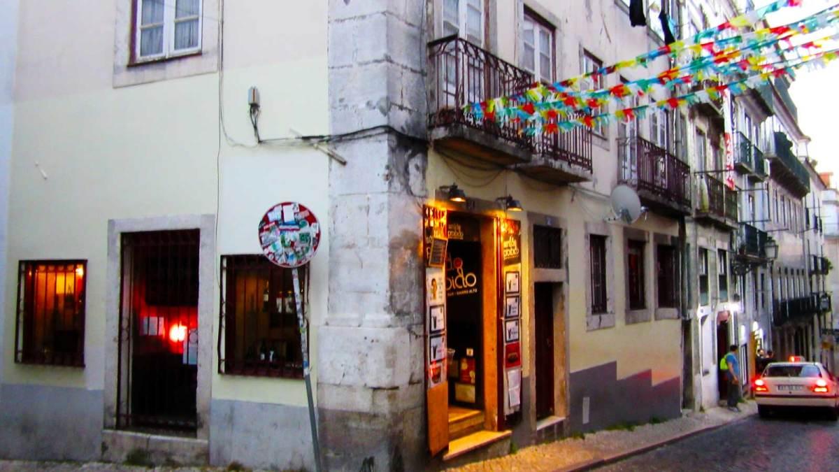 Lisbon_barrio-alto-2