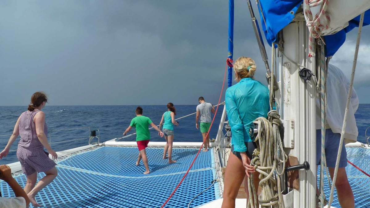 dominica_whale-watching-boat-2