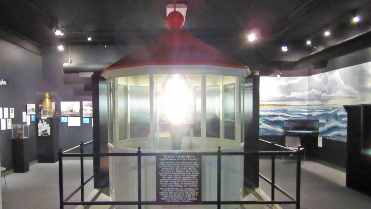 door-county_maritime-museum-light