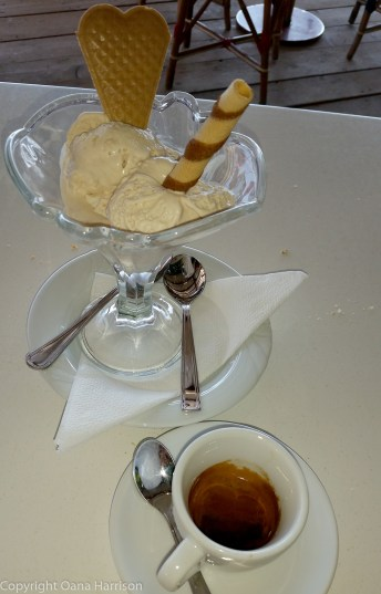Gelato and coffee in Positano