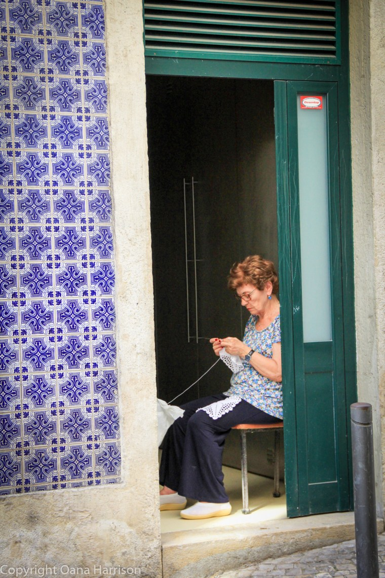 Woman knitting in Lisbon