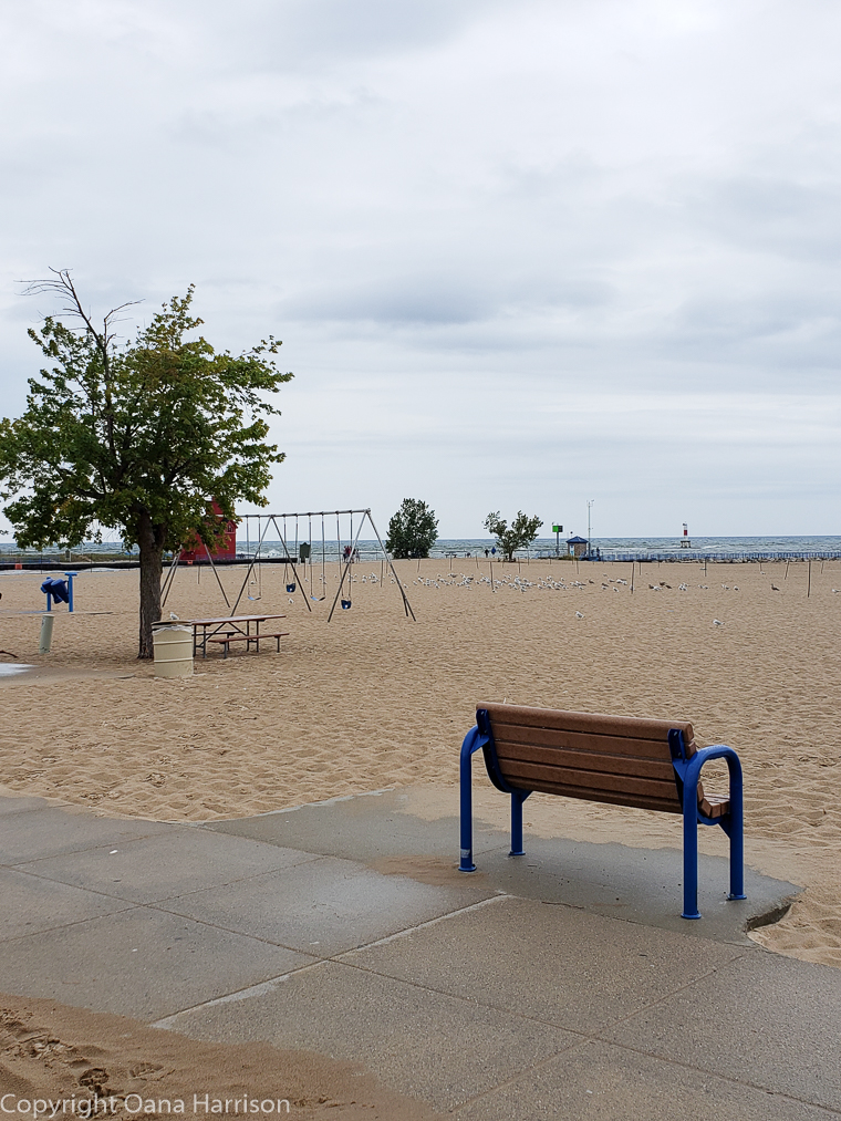 Holland-State-Park-Michigan-bench-on-beach