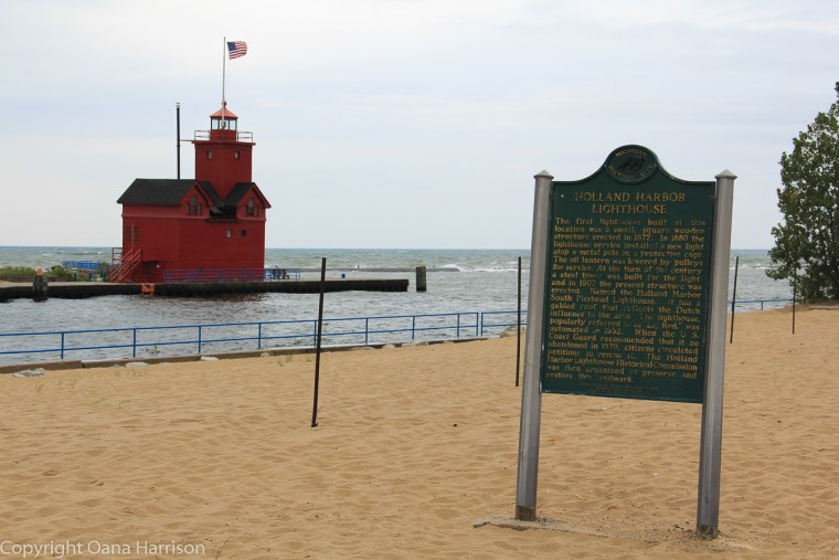 Holland-State-Park-Michigan-Big-Red-Lighthouse-history